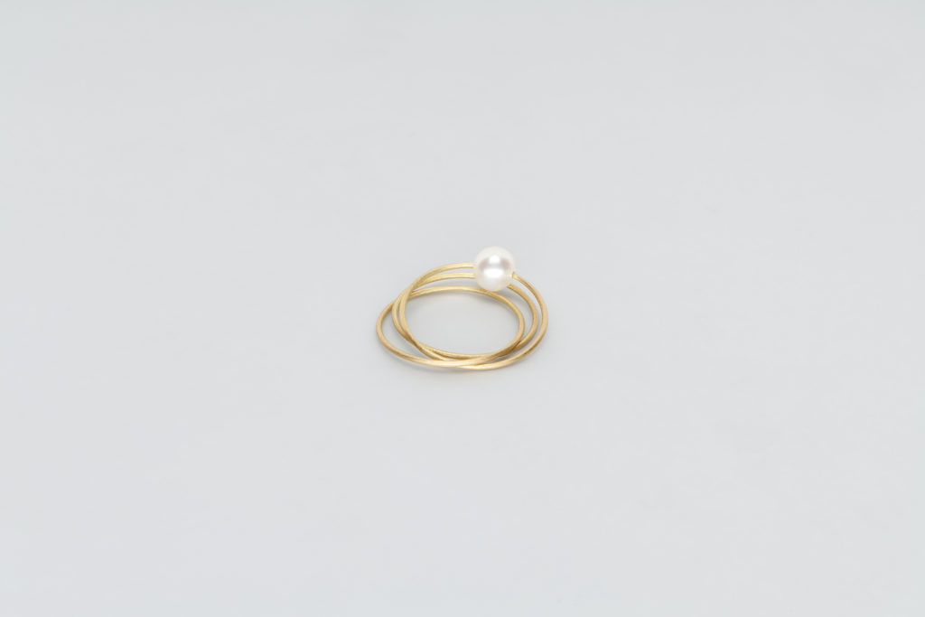 18KT yellow gold ring with white akoya pearl (diameter 4,8 MM) - Tre Cerchi