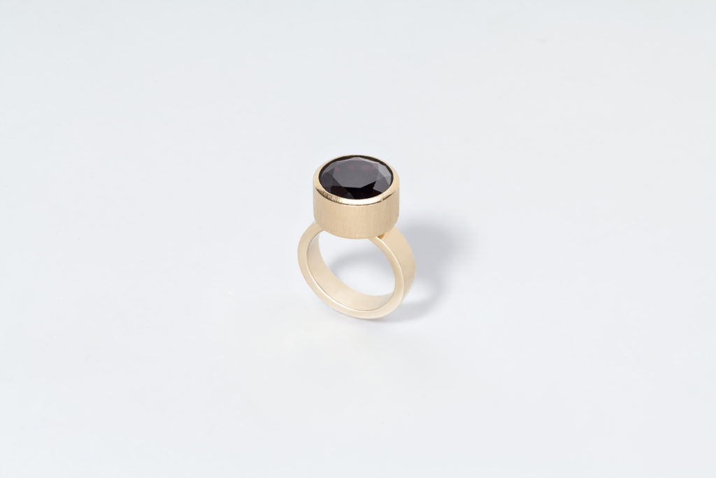 Yellow gold ring 18KT with garnet - Antistress