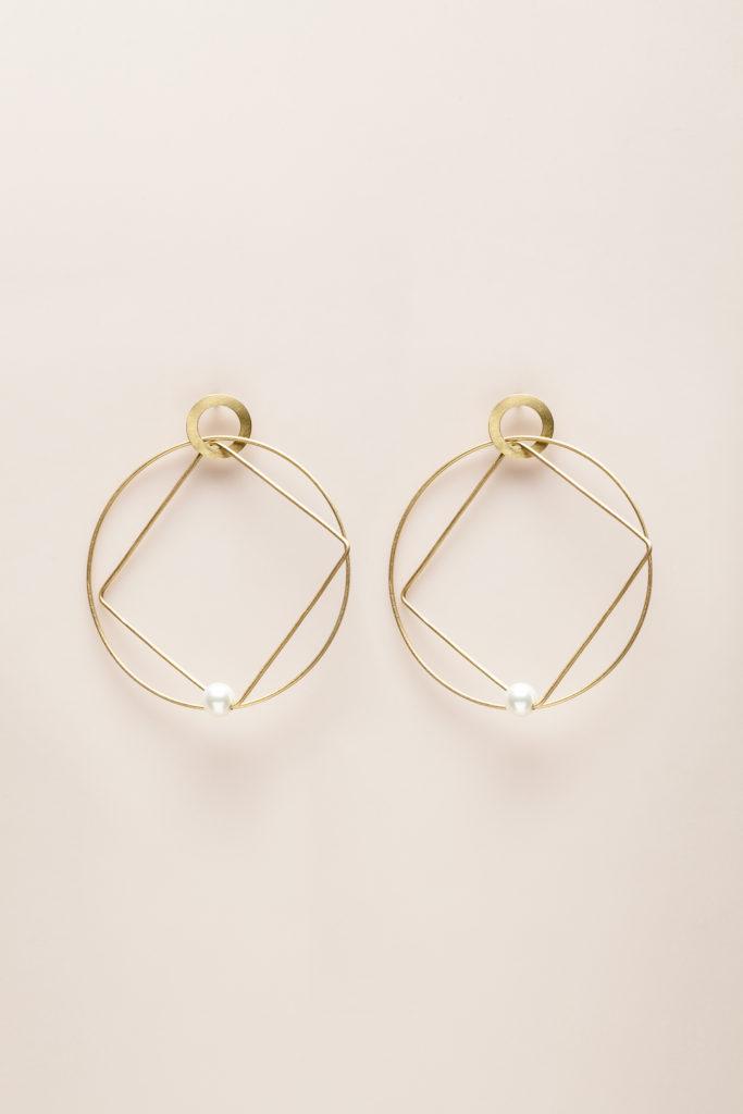 Orecchini con perla akoya in oro giallo 18KT - Cerchio Quadrato E