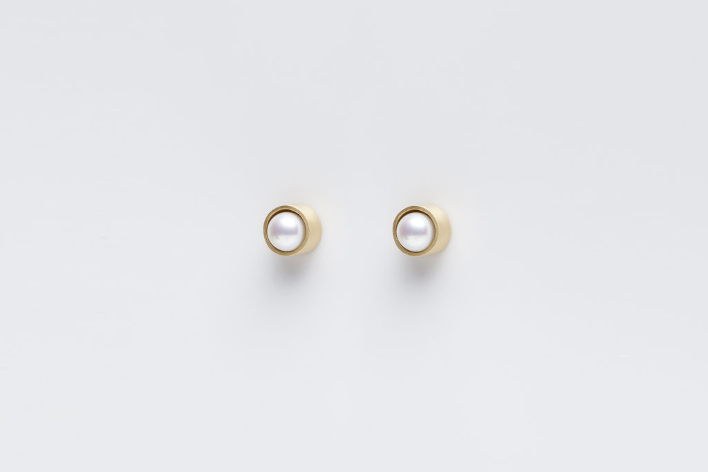 18KT yellow gold stud earrings with pearls (diameter 5,4MM) - Cilindro E