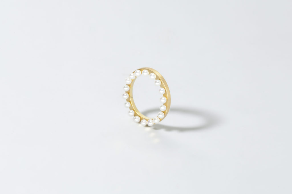 Yellow gold ring, 18KT with Freshwater Pearls - Cornice