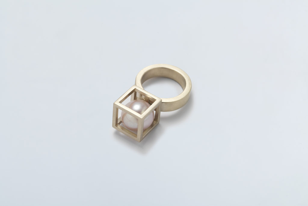 18KT white gold pearl ring with white akoya pearl (diameter 10 MM) - Cubo