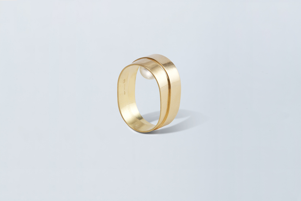 18KT yellow gold band ring with akoya hidden pearl (diameter 7,8MM) - Double Touch