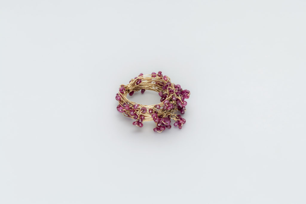 18KT yellow gold ring with rubies - Mini Knots