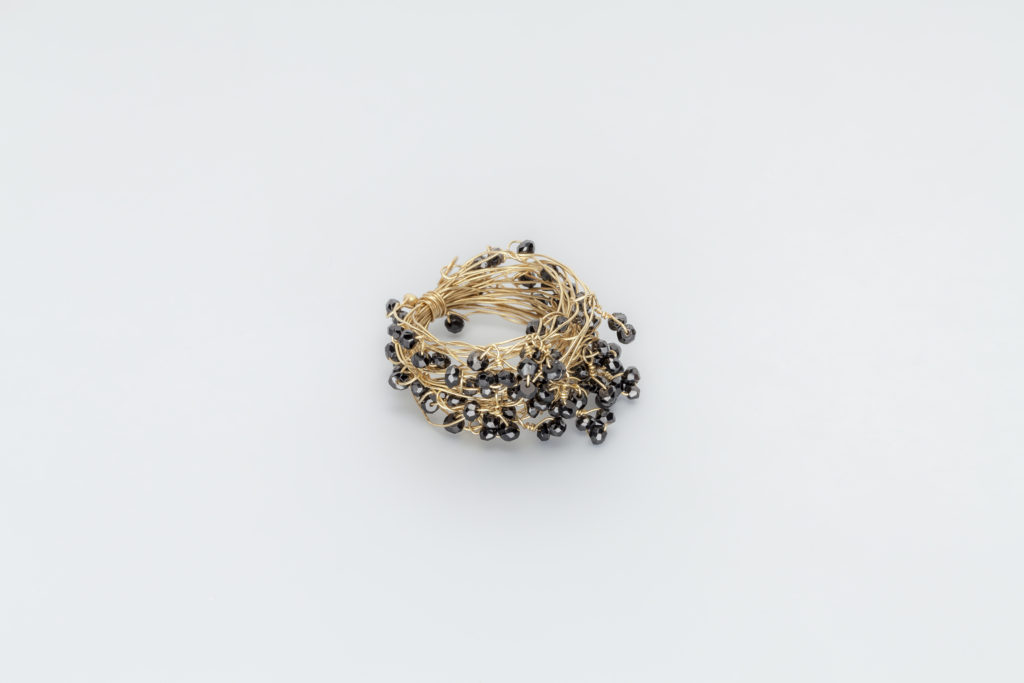 18KT yellow gold ring with black spinels - Mini Knots