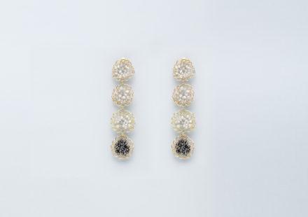 Orecchini con diamanti grigi e neri pendenti in oro giallo 18KT - Mosaico Tesserae