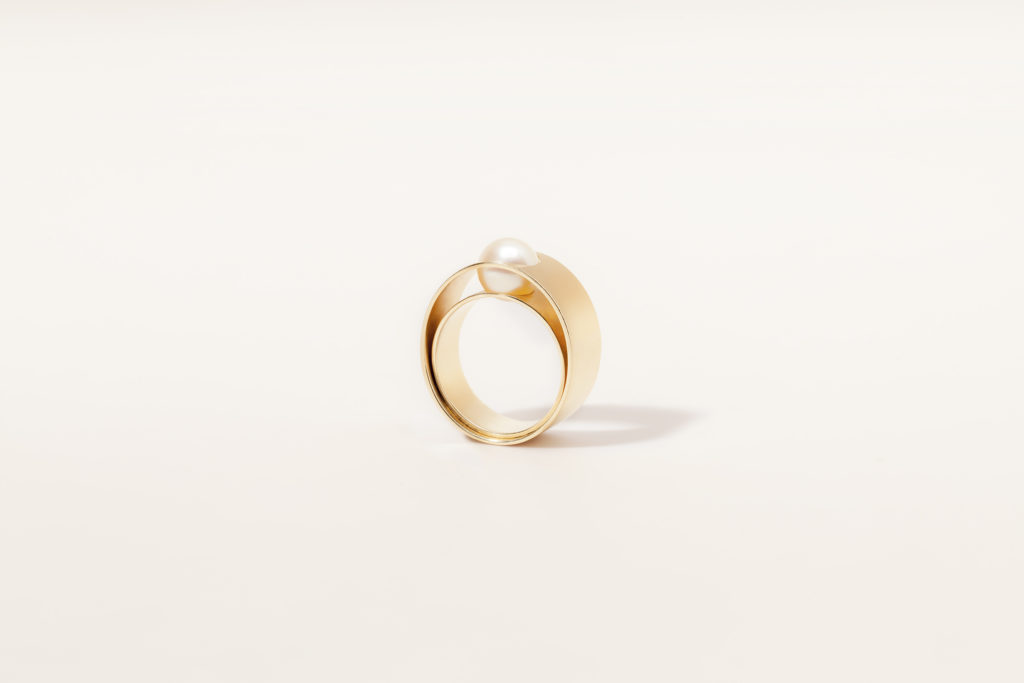 18KT yellow, white or rose double gold ring with akoya pearl (diameter 8 MM) - Move