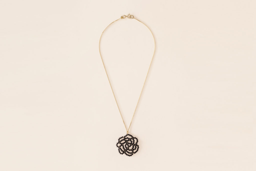 Pendant necklace in 18KT yellow gold and black onix - Rosa