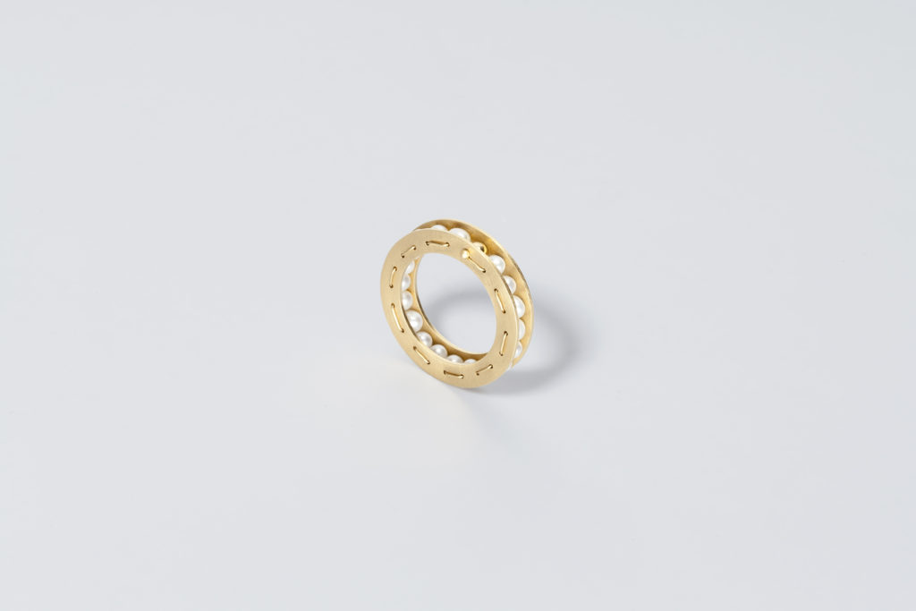 18KT yellow gold ring with freshwater pearls – Sfere