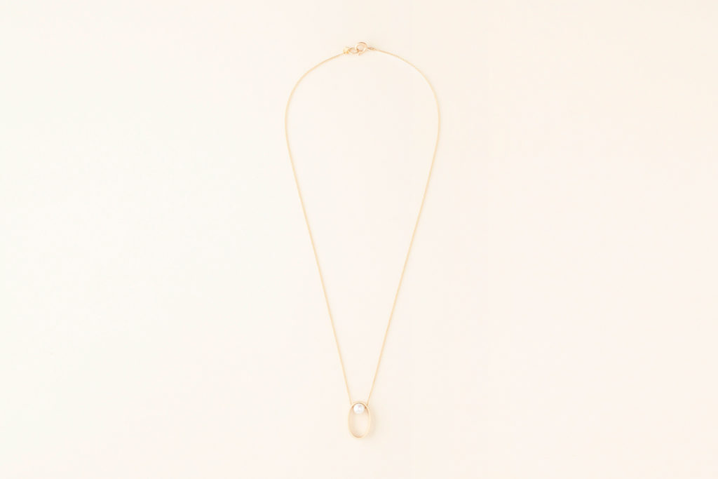 Pearl necklace in 18KT yellow gold with pendant (pearl diameter 5,6 MM) - Ovale Box