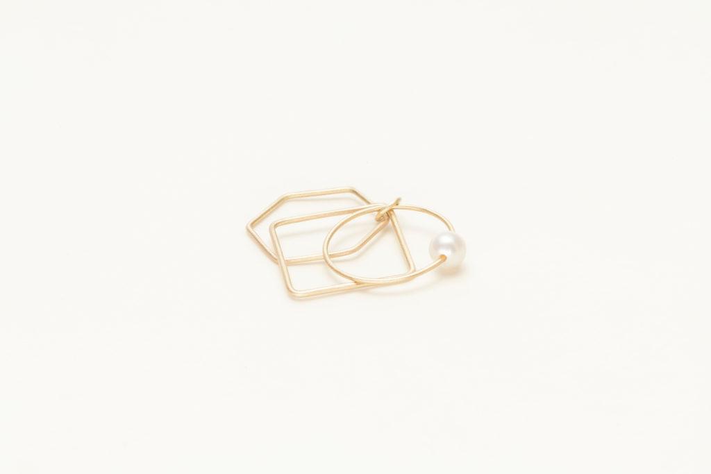 Anello in oro giallo 18KT con perla akoya bianca (diametro 4 MM) – All Together