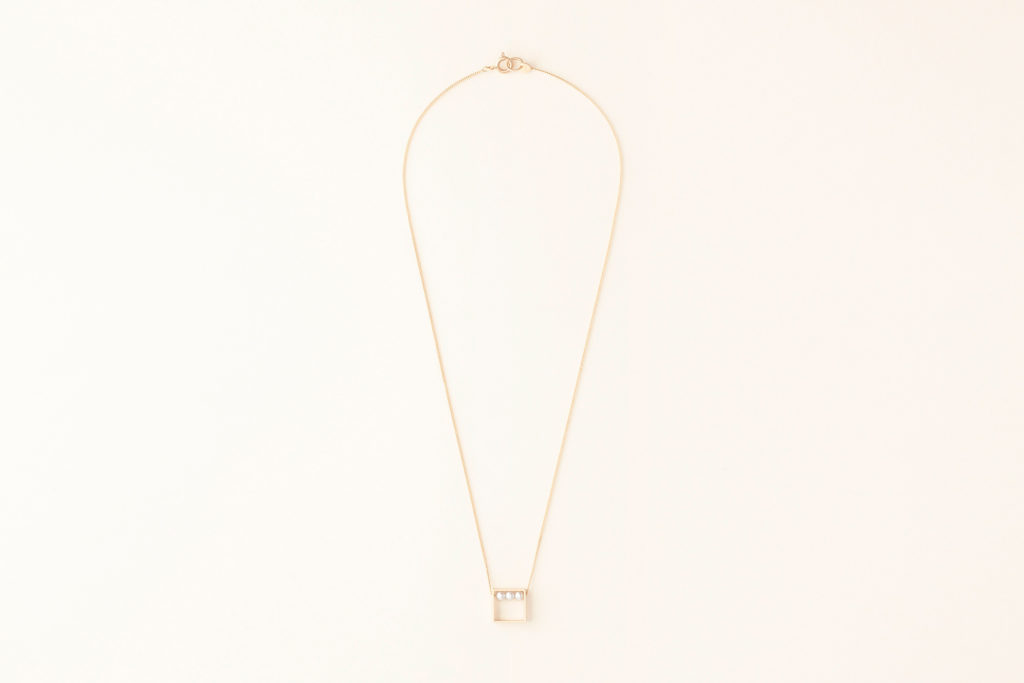 Pearl necklace in 18KT yellow gold with pendant (pearl diameter 3,2 MM) - Quadrato Box